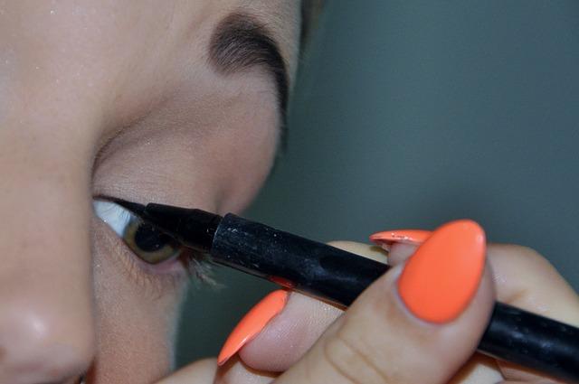 malování očních linek