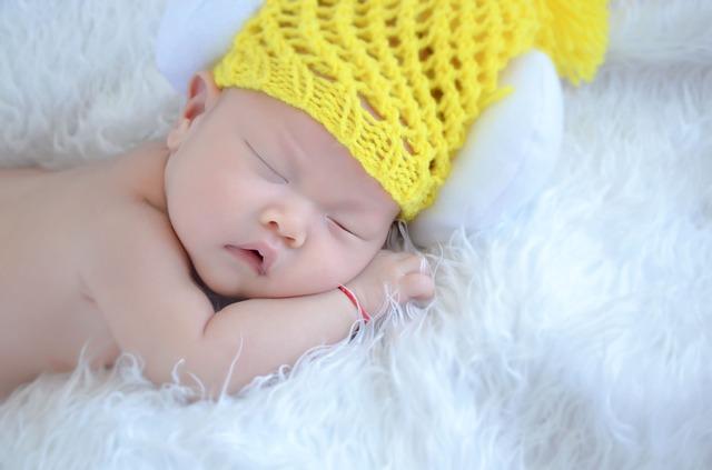 spící mimčo v čepici