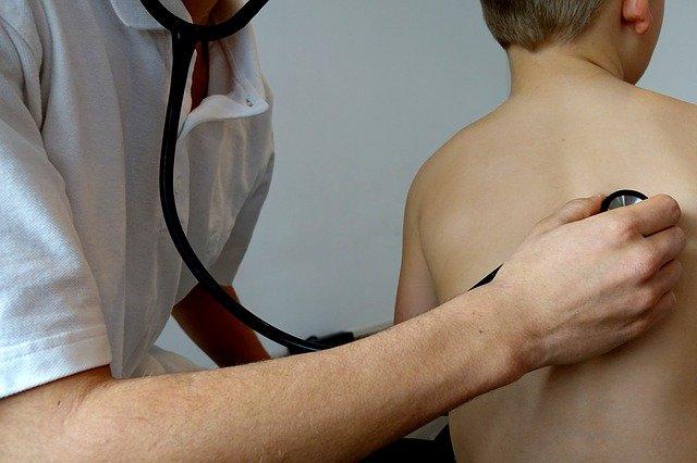vyšetření stetoskopem