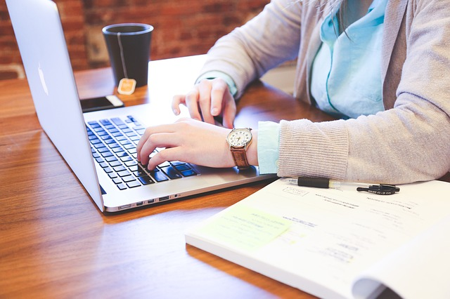 student a psaní na klávesnici.jpg