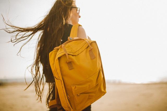 okrový batoh.jpg