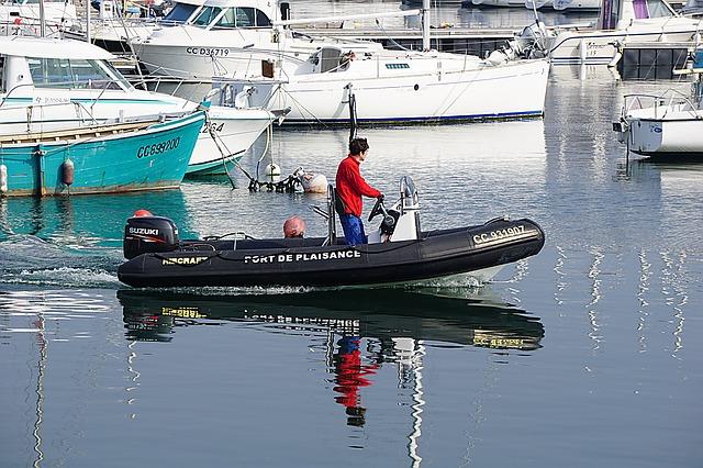 nafukovací člun s motorem