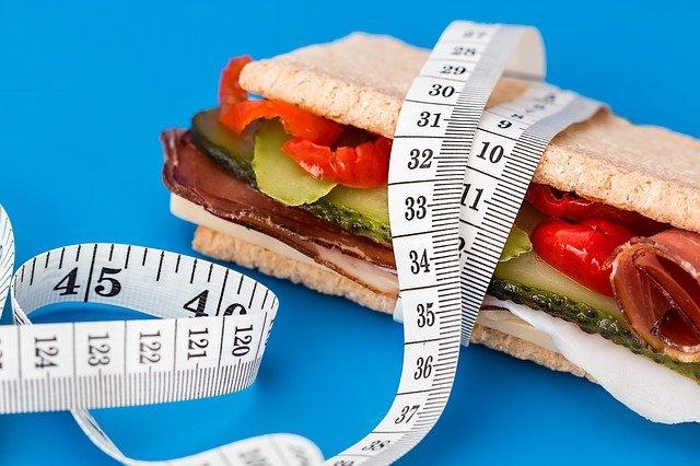 sendvič s krejčovským metrem