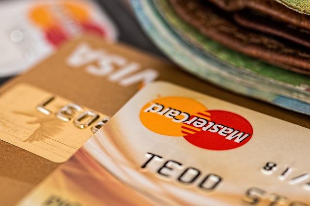 kreditní karty a peníze