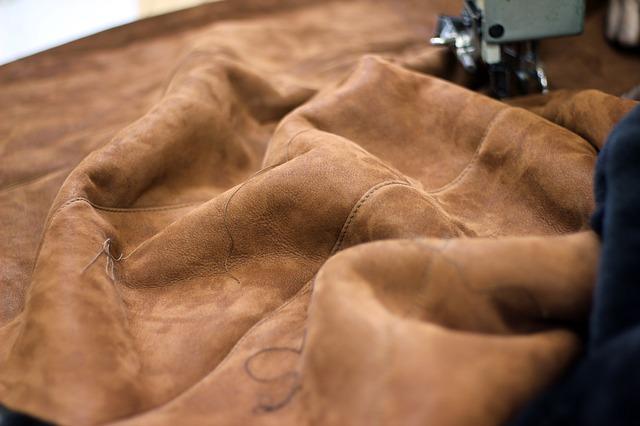 stroj na šití kůže