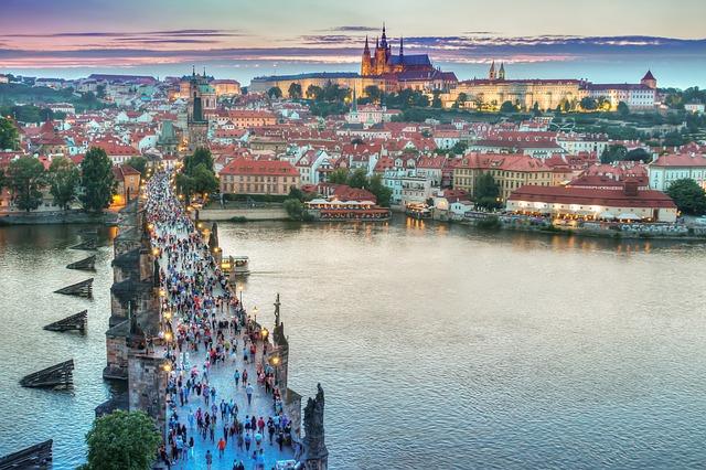 Praha, pohled přes Vltavu