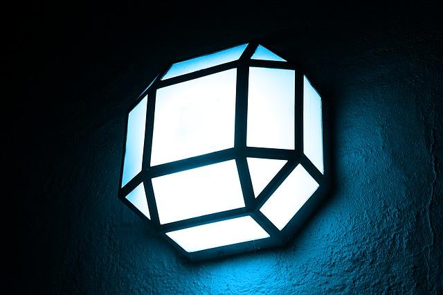 hranatá lampa